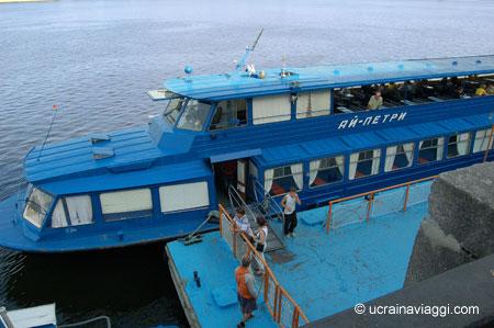 La barca tour del lungofiume di Kiev