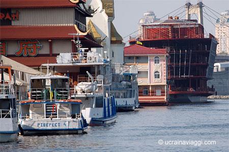 Il porto lungofiume di Kiev
